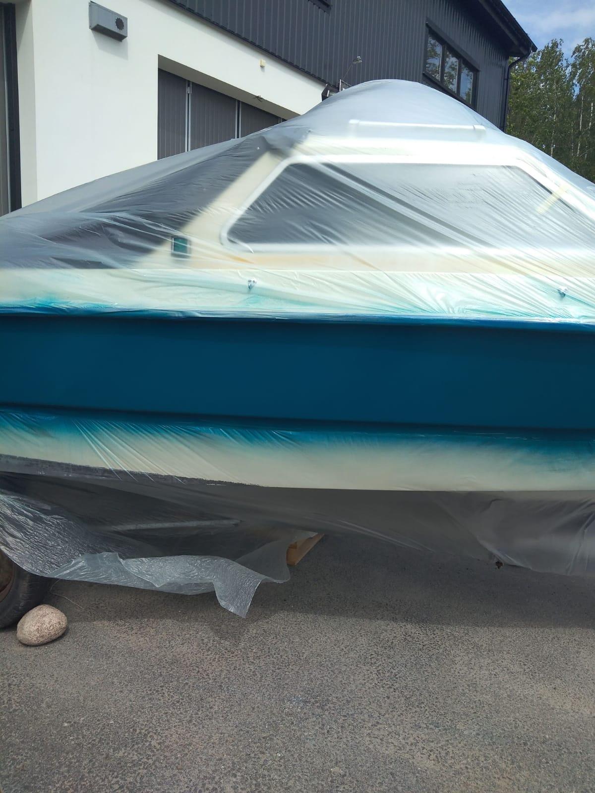 lackering av båt skrov