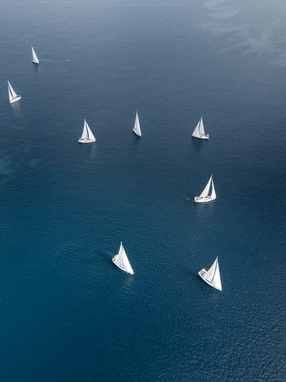 segelbåtar-på-havet